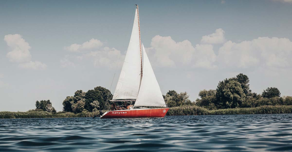 What Is The Best Sailboat To Buy For A Beginner? | Life of Sailing