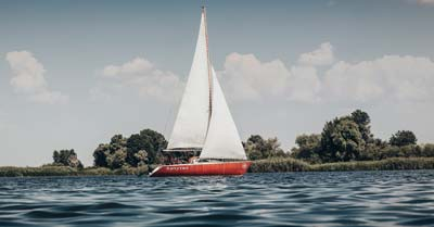 What Is The Best Sailboat To Buy For A Beginner?   Life of Sailing
