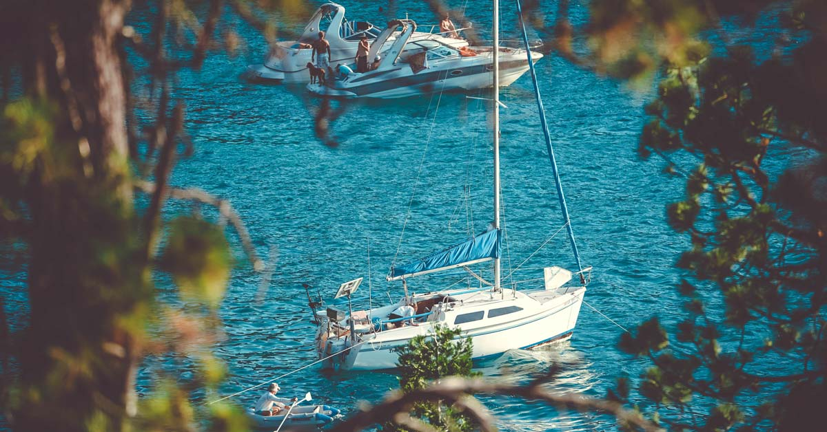 Differences Between Yachting and Sailing | Life of Sailing
