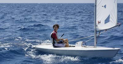 What Size Sailboat Can One Person Handle?   Life of Sailing