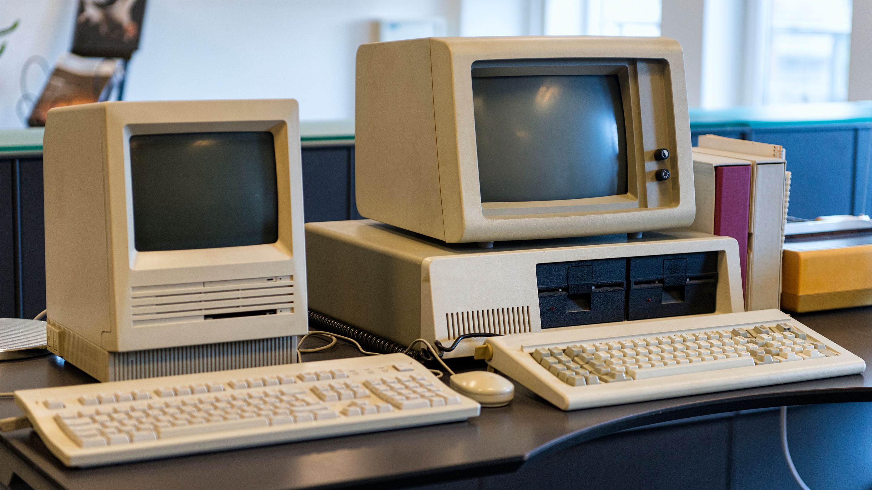 Old Apple computers from the 80's
