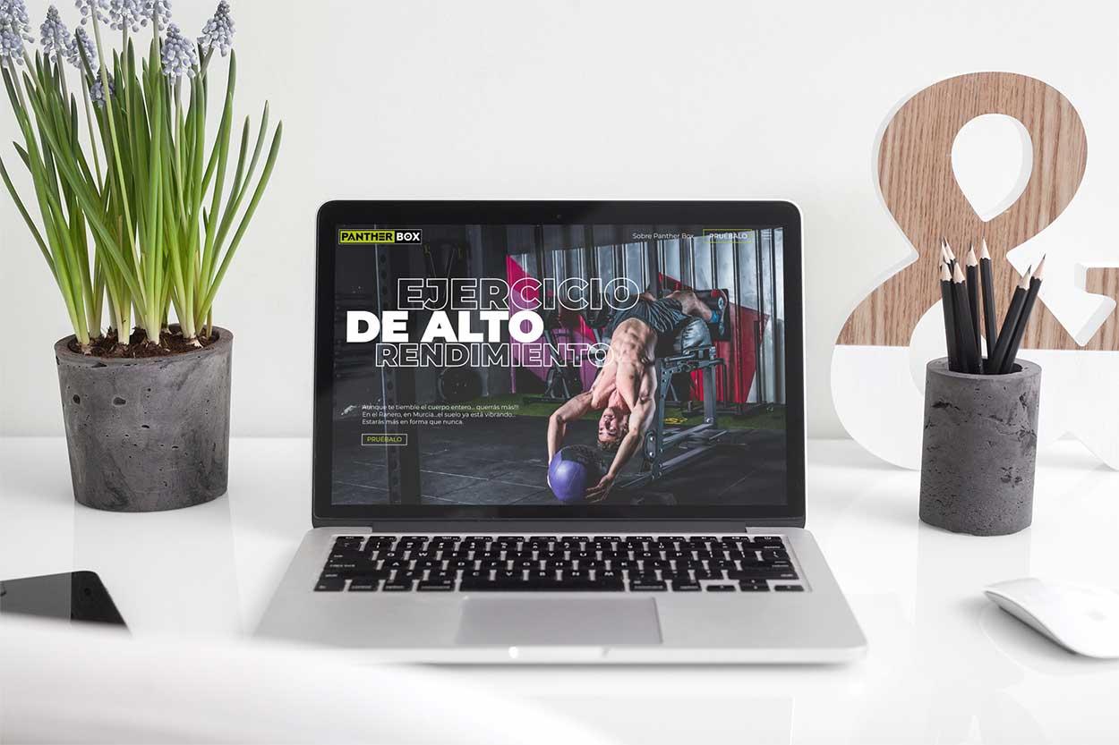 diseño del página web de gimnasio en la portátil