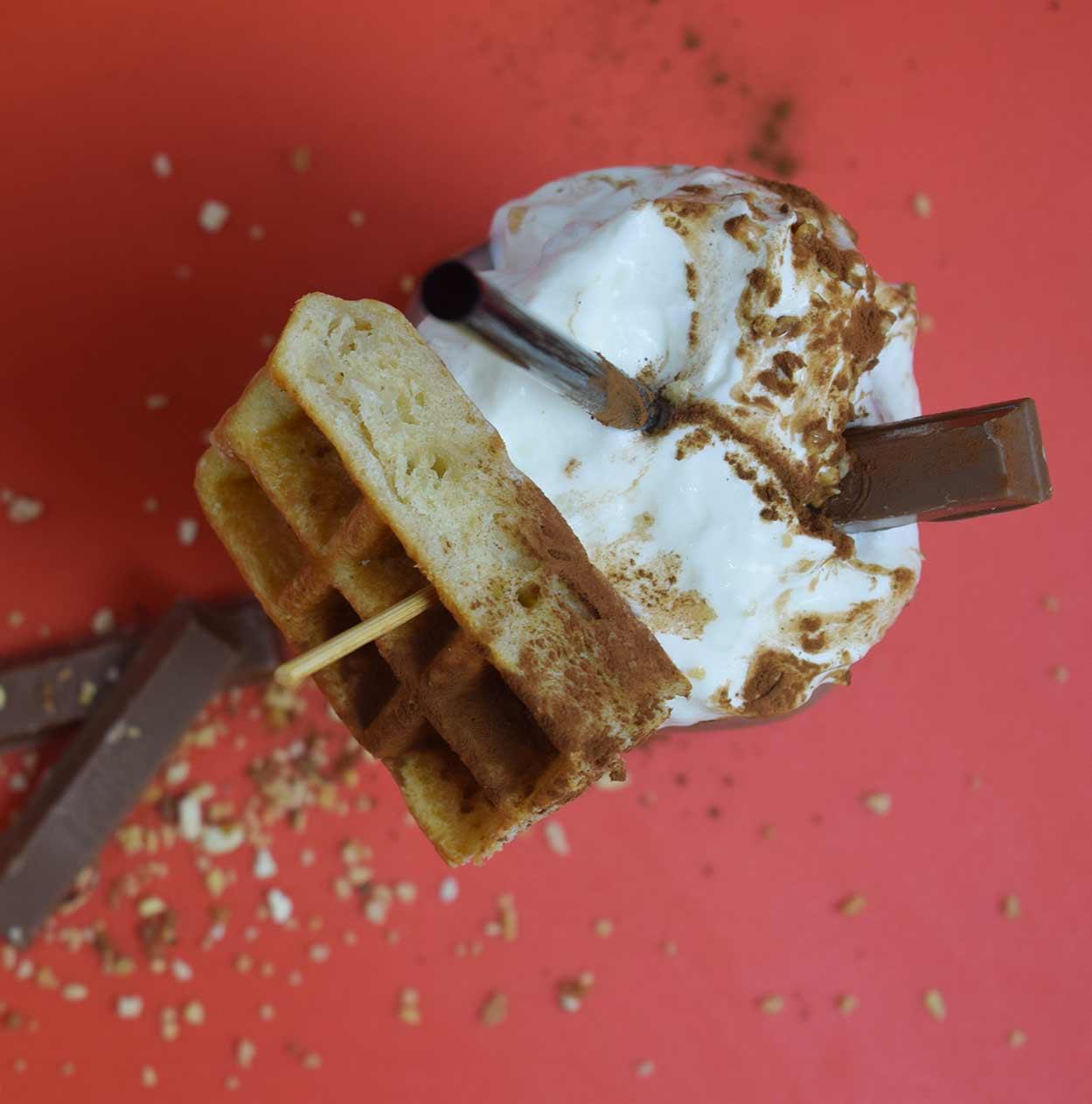 batido de gofres y helados en la colorida cafetería sin cartagena