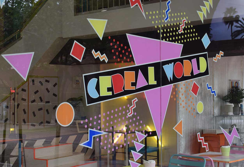 Diseño gráfico y marca en la cristal del café moderno en Cartagena