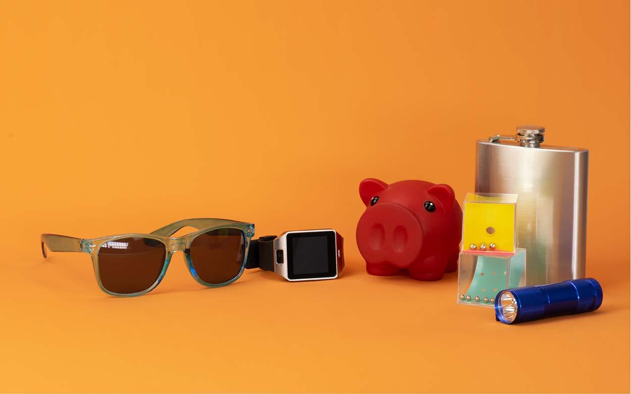 sesión de fotos de productos publicitarios con fondo naranja