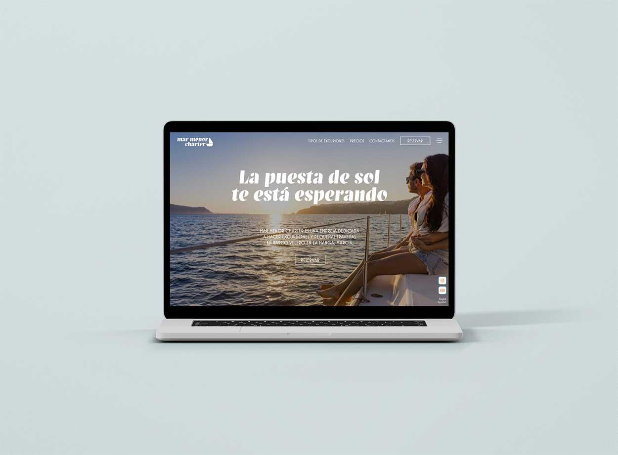 Diseño de sitio web moderno en computadora portátil para una empresa de nueva creación en La Manga.