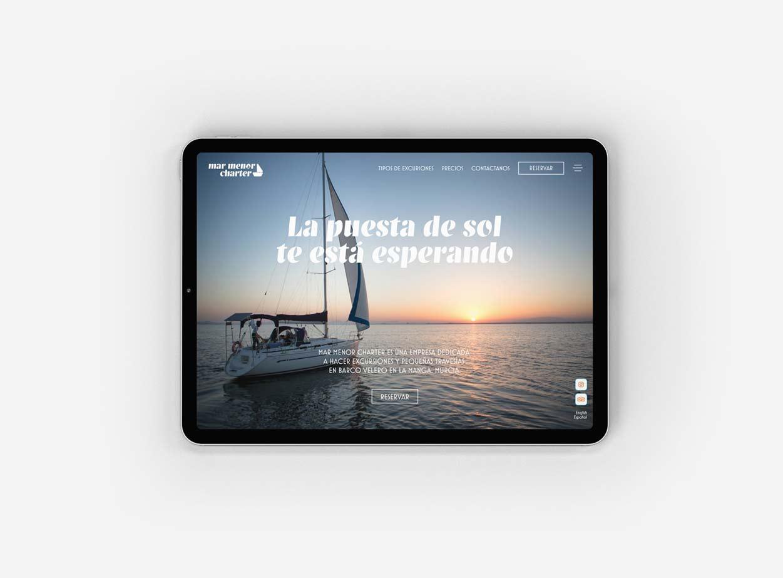 Diseño moderno de página web en iPad para una empresa de barcos en La Manga