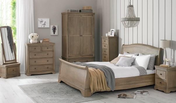 Heritage - CLAREMONT OAK - Bedroom