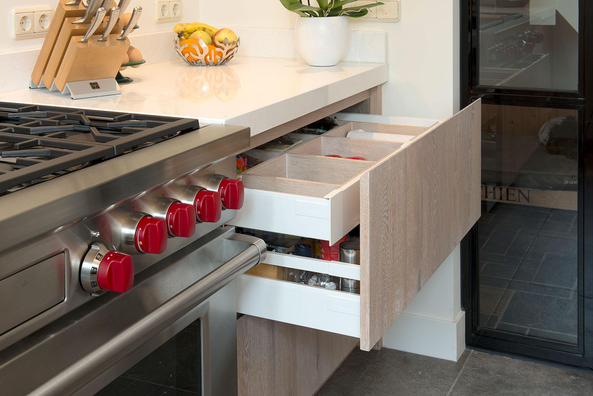 Luxe houten keuken met Sub Zero - Wolf fornuis