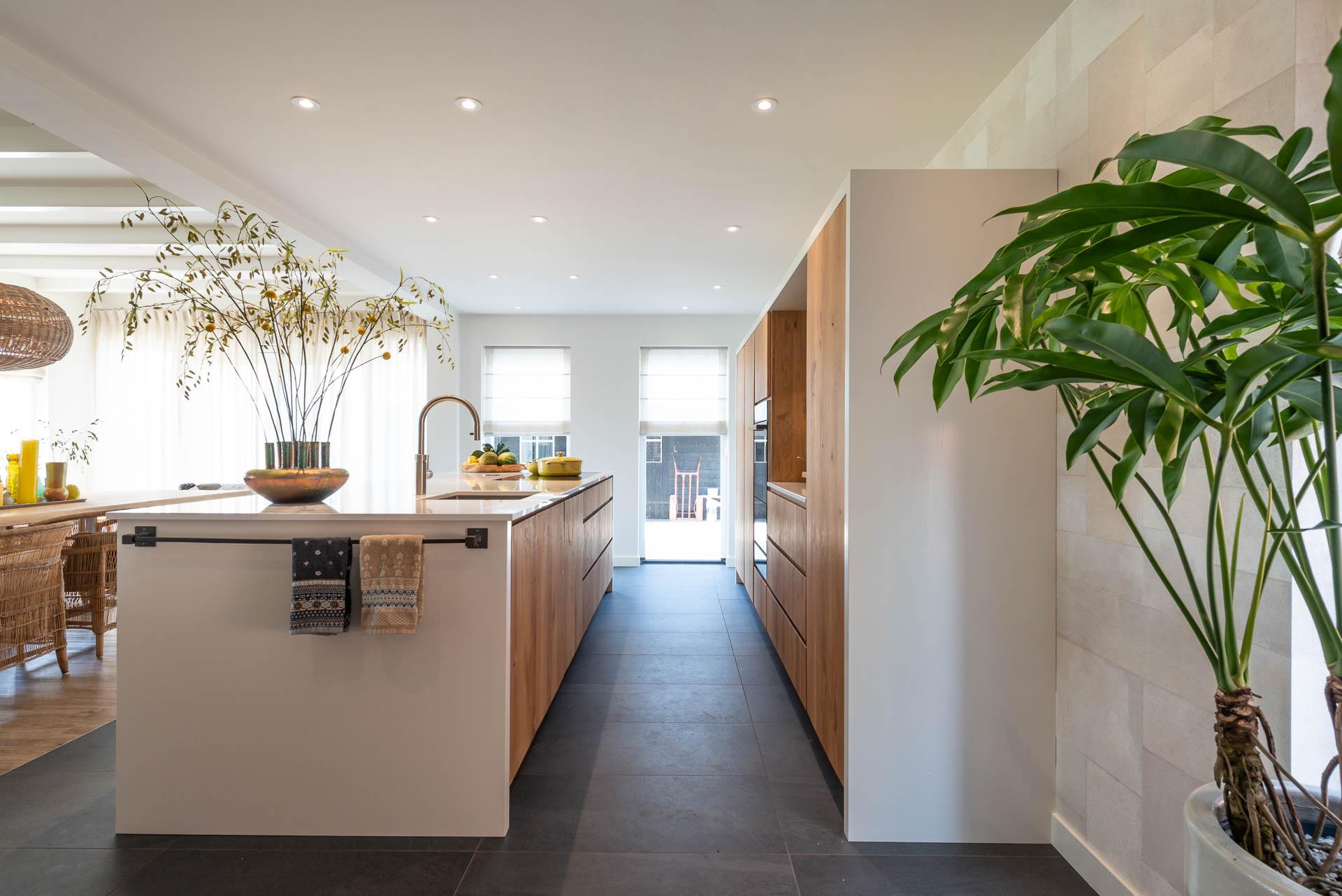 Massief eiken keuken met composiet blad in marmer look