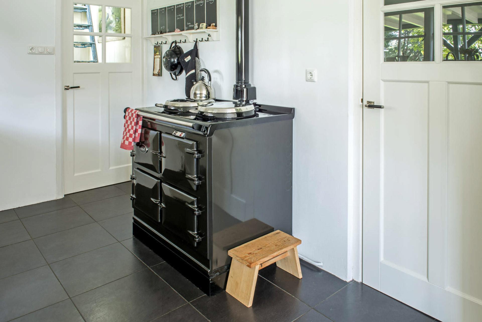 Oudhollandse keuken met AGA Cooker met Terrazzo aanrechtblad