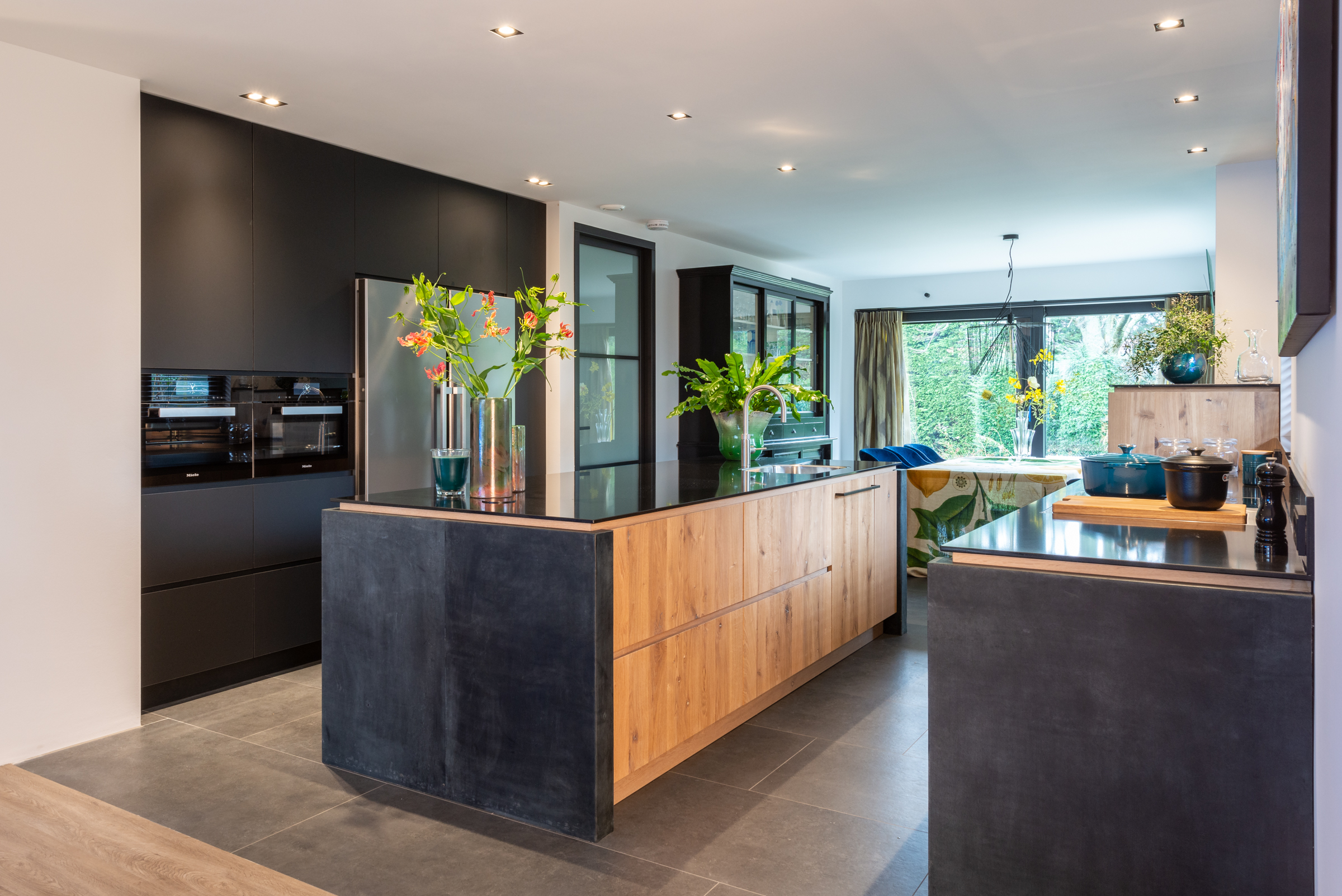 Stijlvolle moderne eiken keuken met keukeneiland