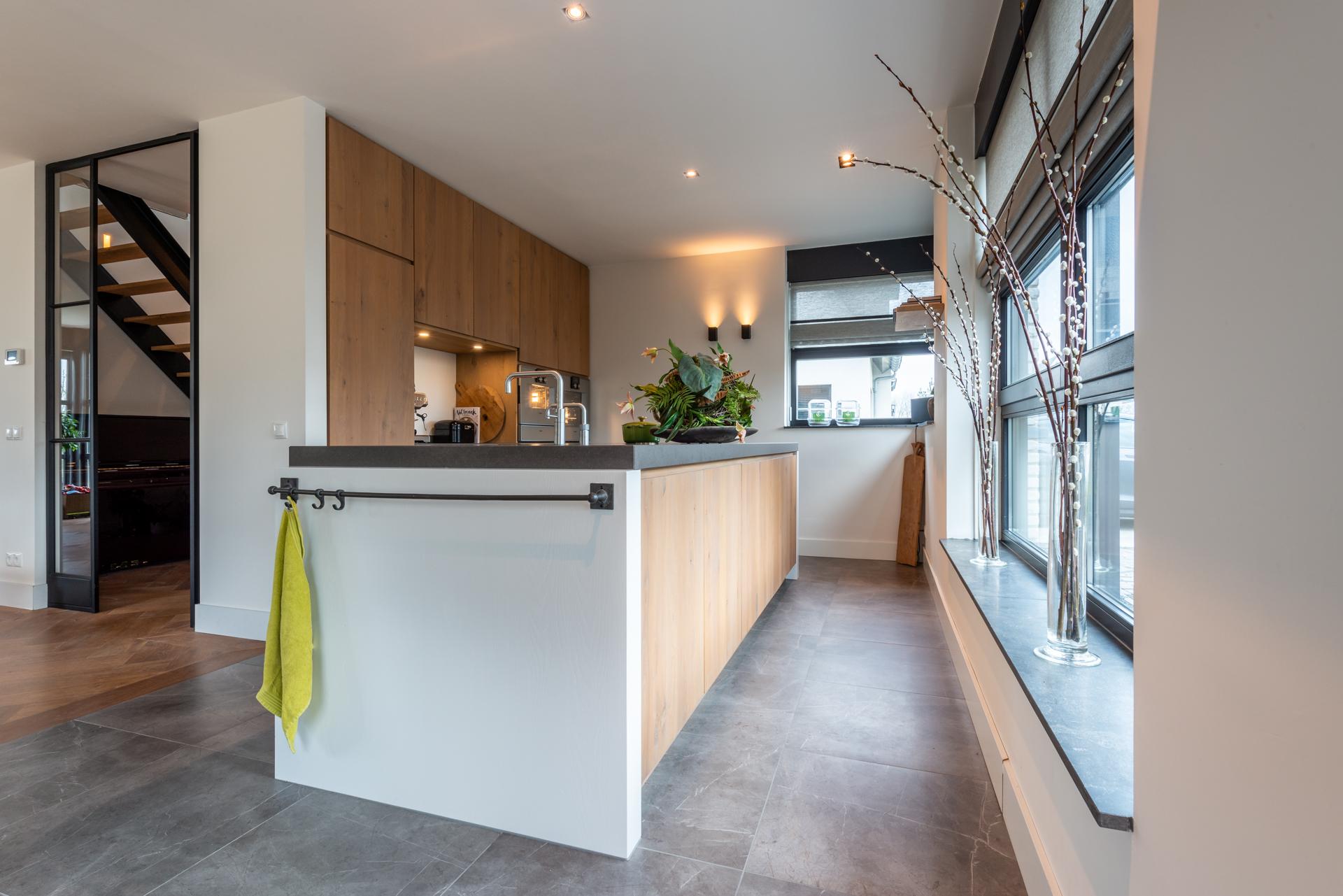 Luxe eiken houten keuken met exclusief Gaggenau inbouwapparatuur