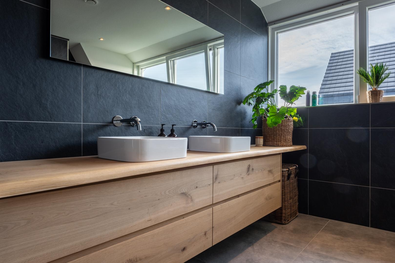 Eiken badkamermeubel en toiletmeubel