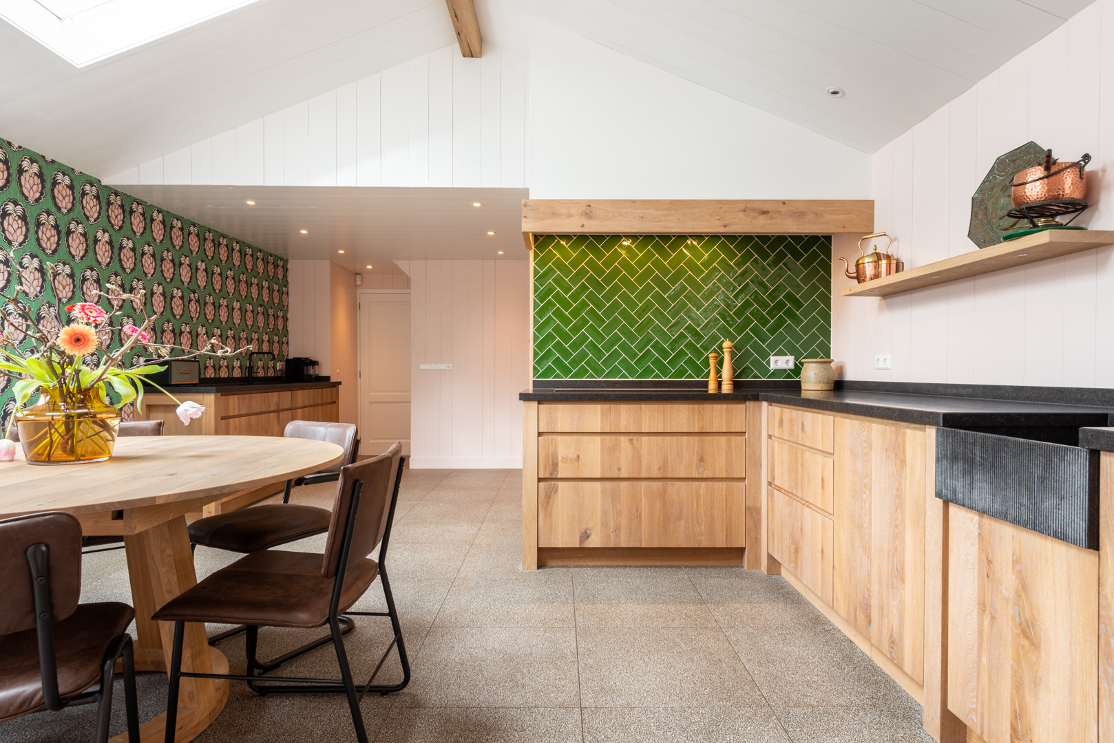 Greeploze sfeervolle keuken met Miele apparatuur