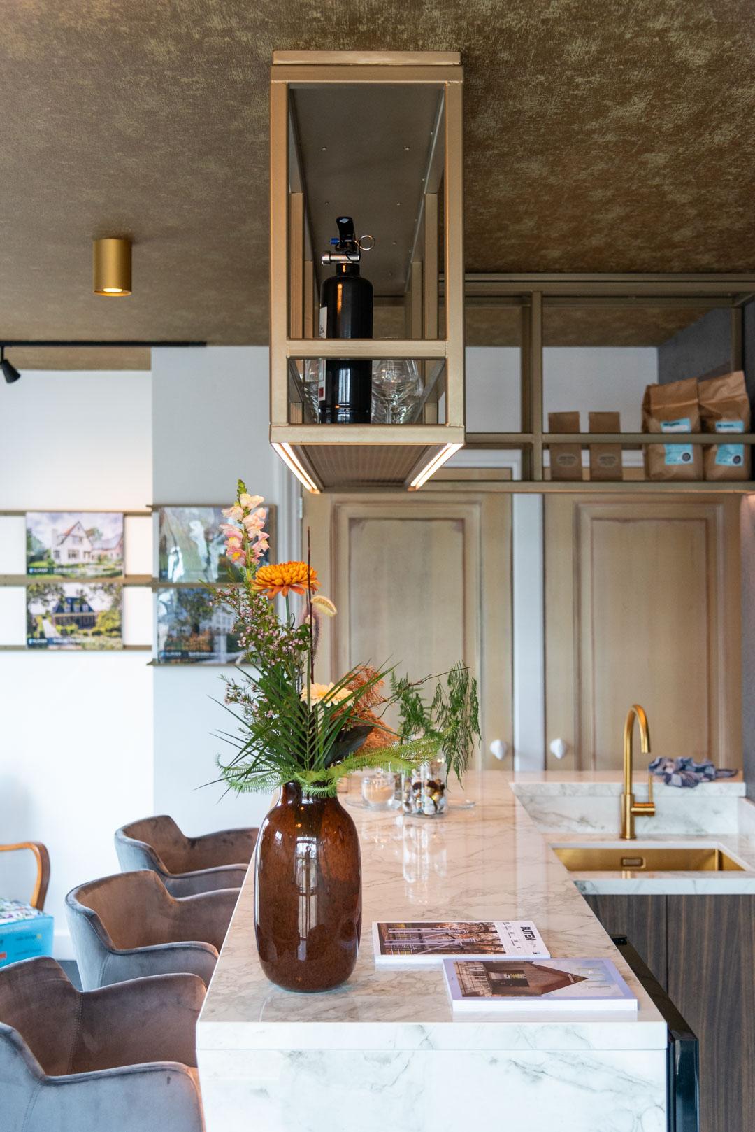 Handgemaakte hospitality keuken van fraké hout