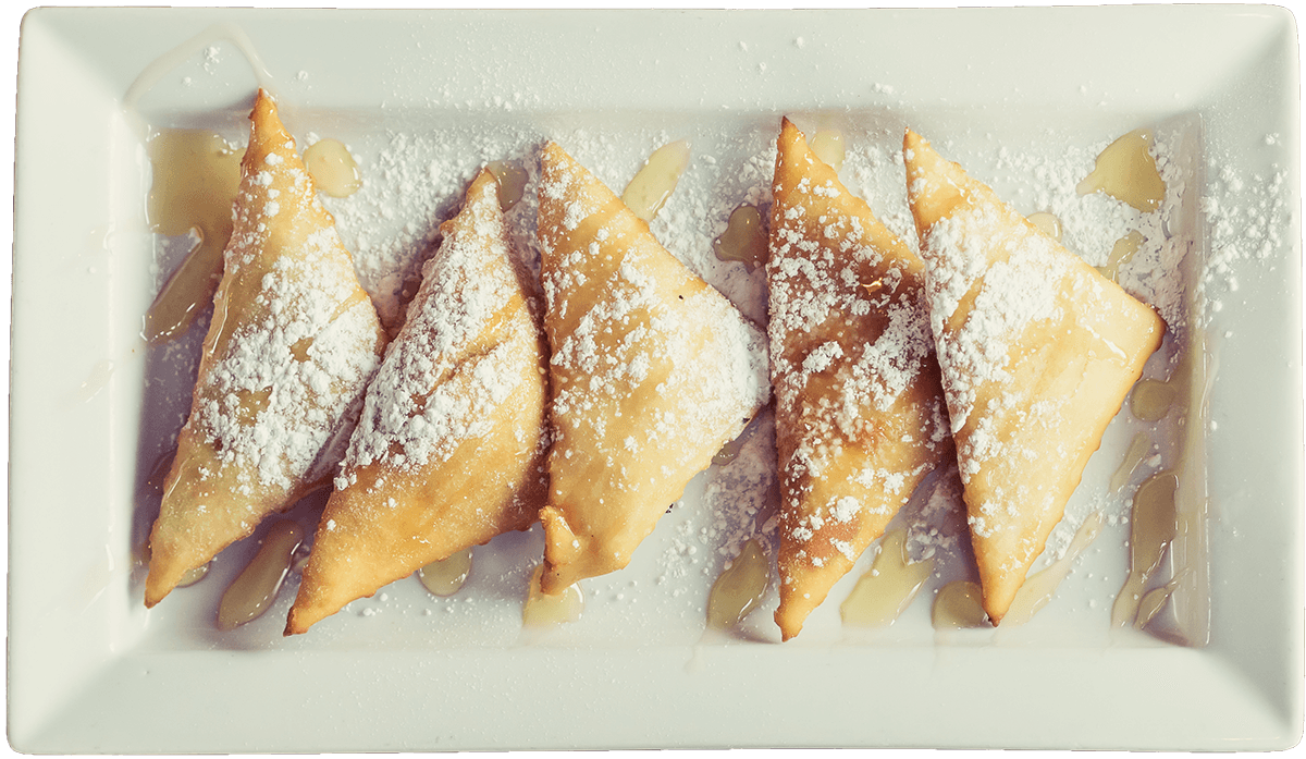La Carreta's sopapillas on a plate.