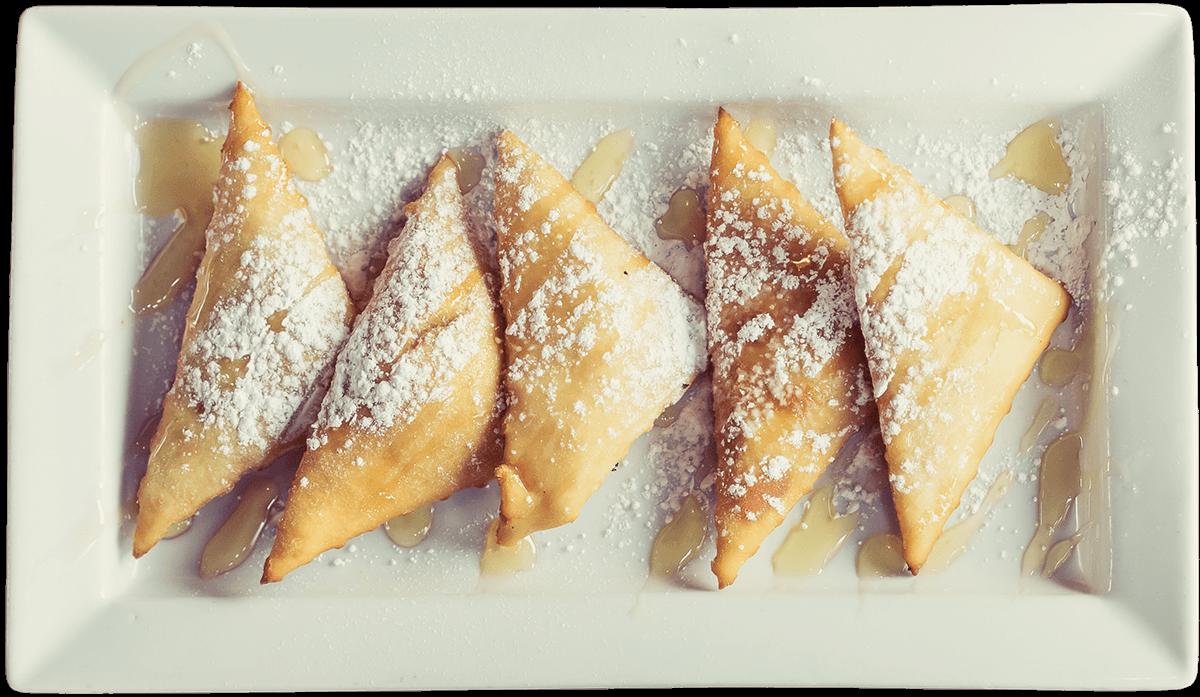 La Carreta's sopapillas on a plate.