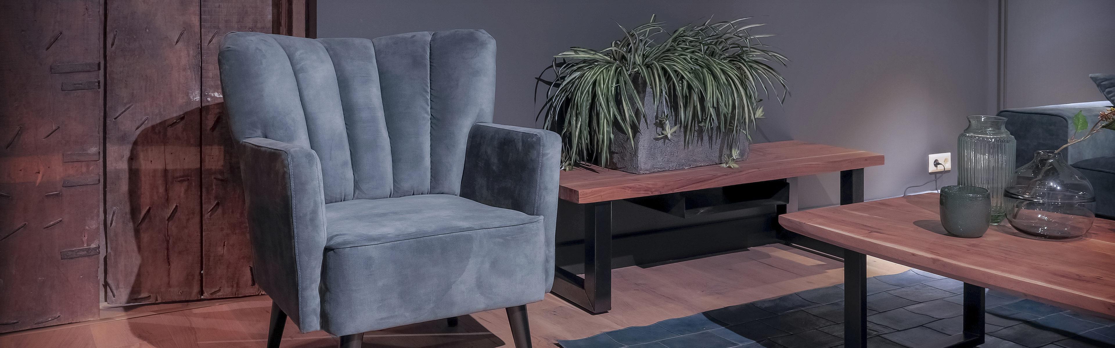 Industriële tafels in een landelijk interieur. Verschoor Wonen showroom om landelijke meubelen te kopen.