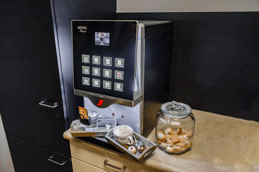 Dit is het koffiezetapparaat in de landelijke showroom van Verschoor Wonen. U bent altijd welkom voor een landelijke inrichting.