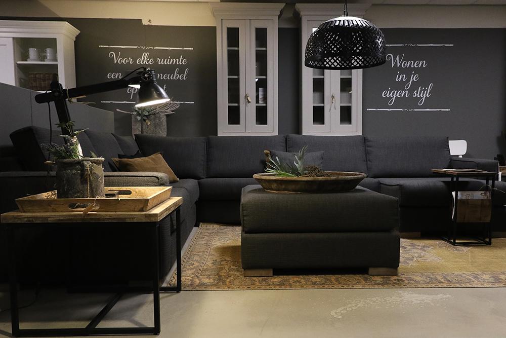 Woonkamer indeling bij Verschoor Wonen in de landelijke showroom.