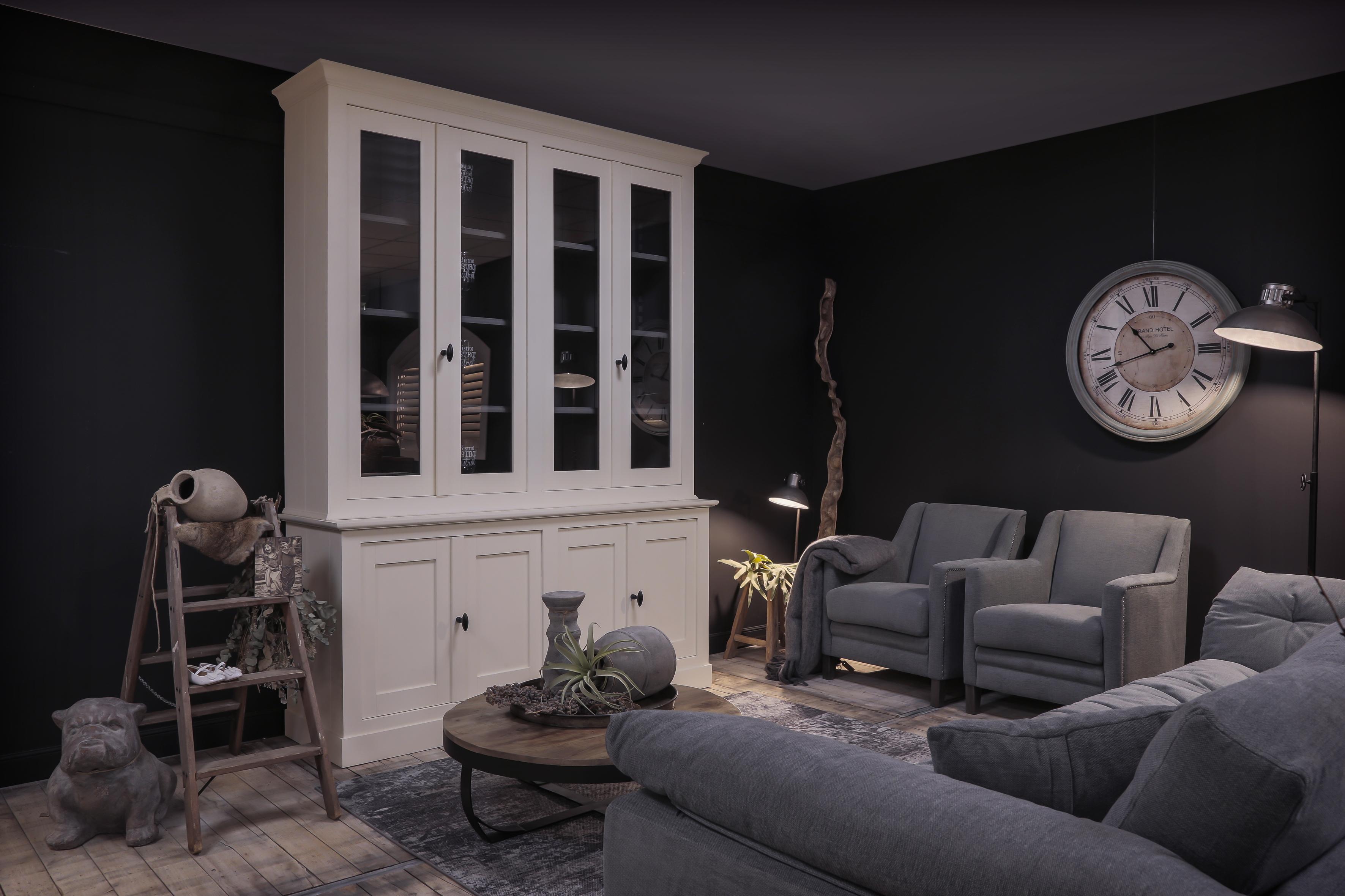 Landelijke meubelen bij Verschoor Wonen in de showroom samenstellen en kopen.