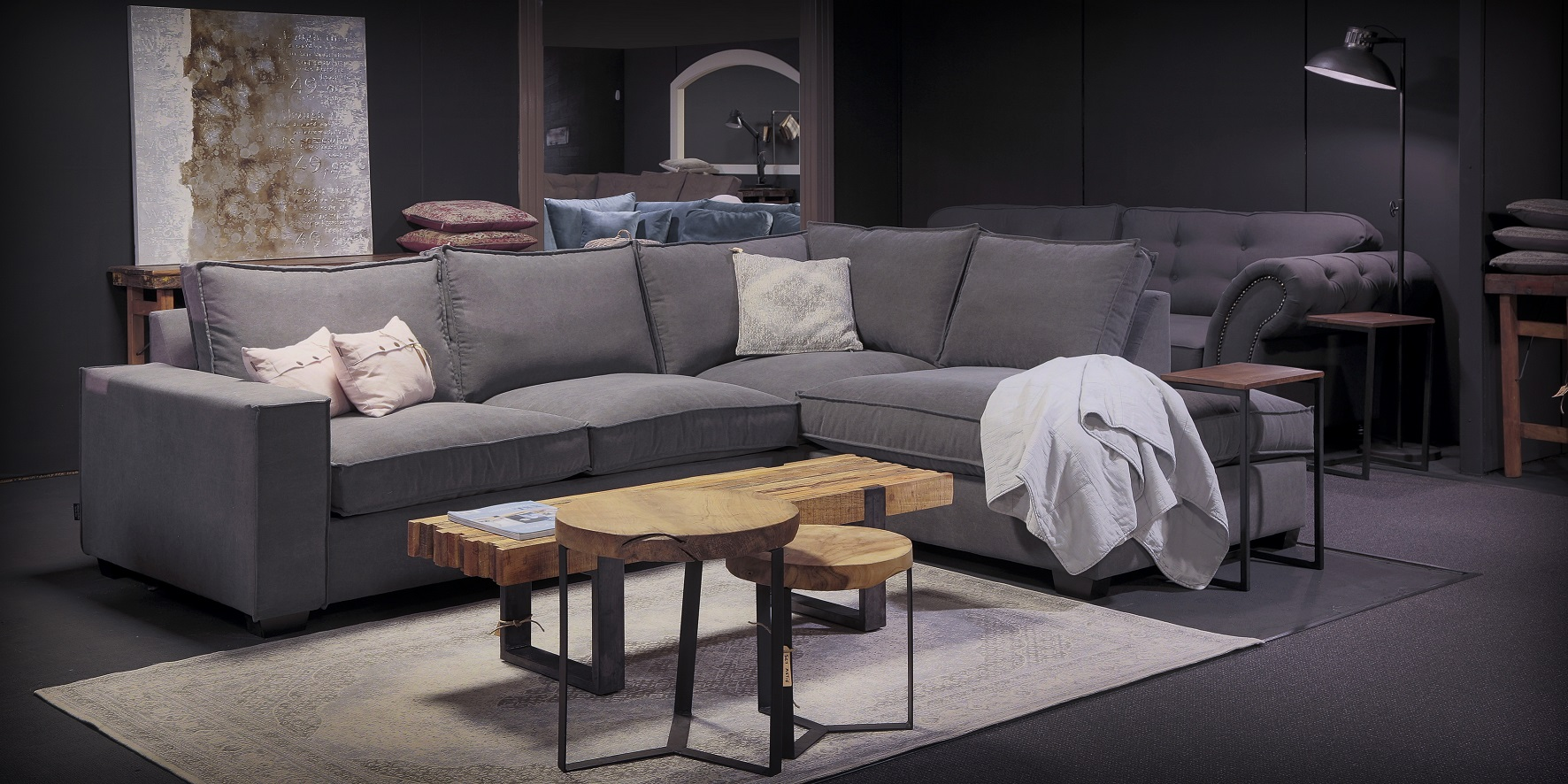 Landelijk woonkamer showroom. Verschoor is een van de meubelzaken bij Rotterdam met een showroom.