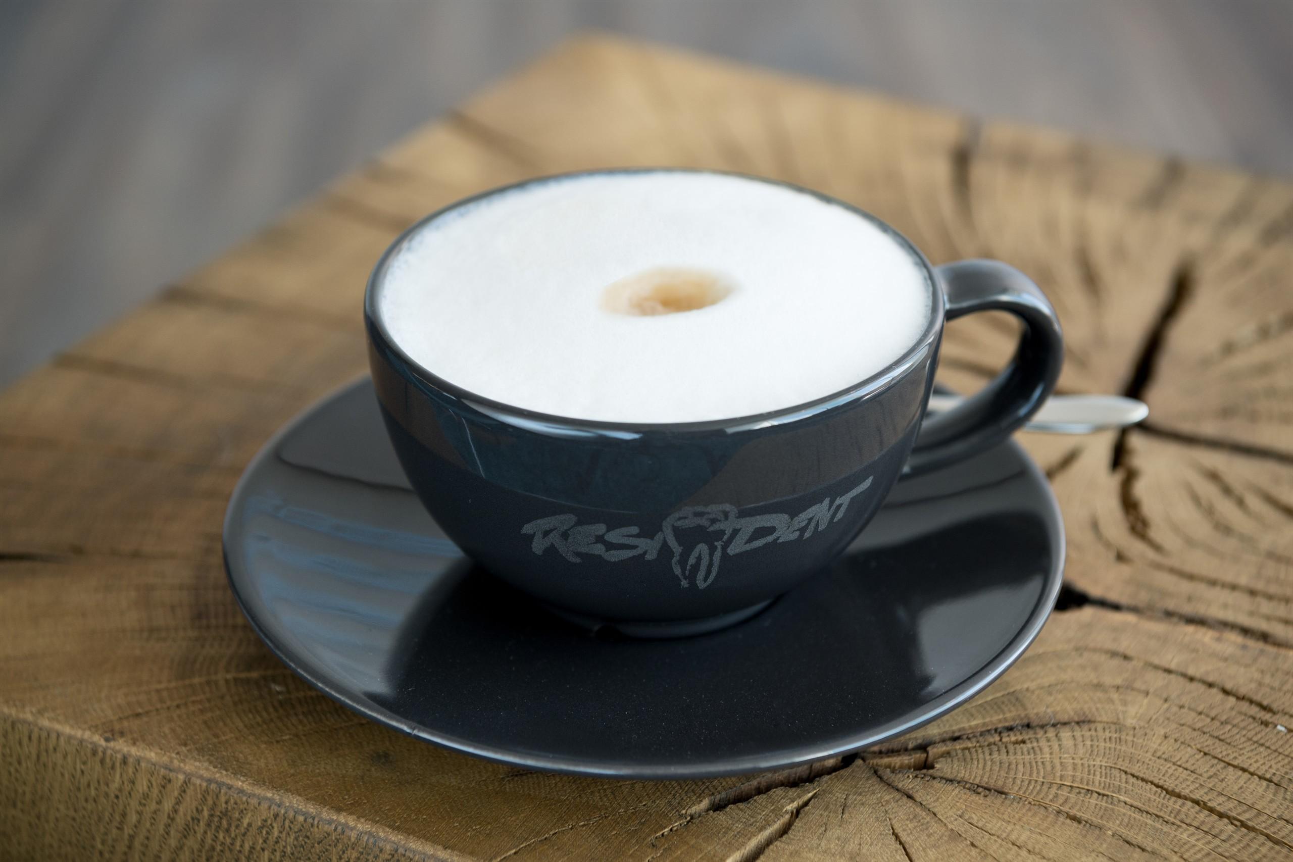 Bei Wartezeiten wird bei Zahnarzt Resident gerne ein Kaffee ausgeschenkt.