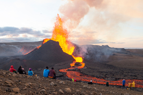 A small volcanic eruption has started at the Reykjanes peninsula. The event has attracted thousands of visitors who have braved a daring hike to the crater.