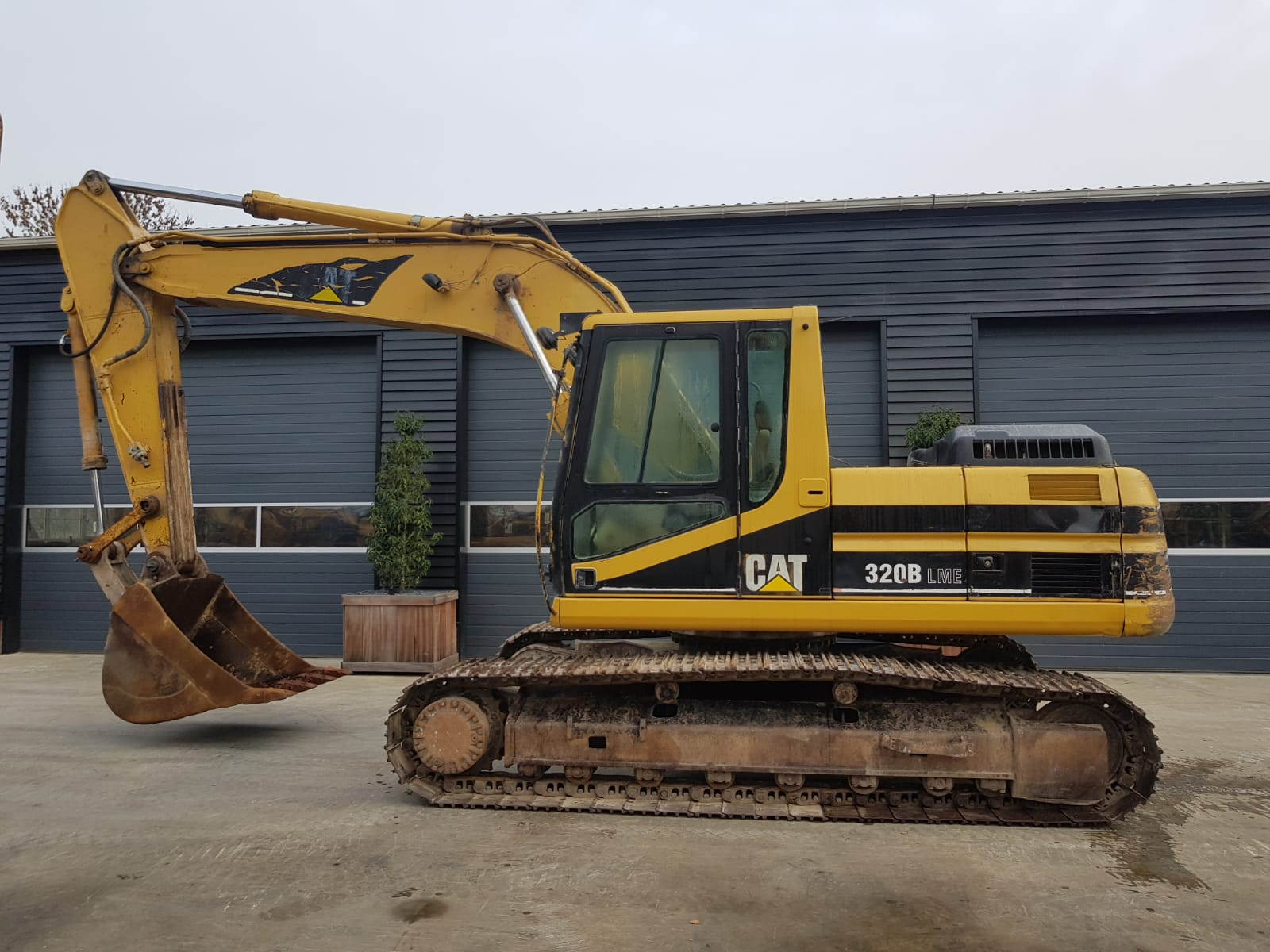 CATERPILLAR 320 BL