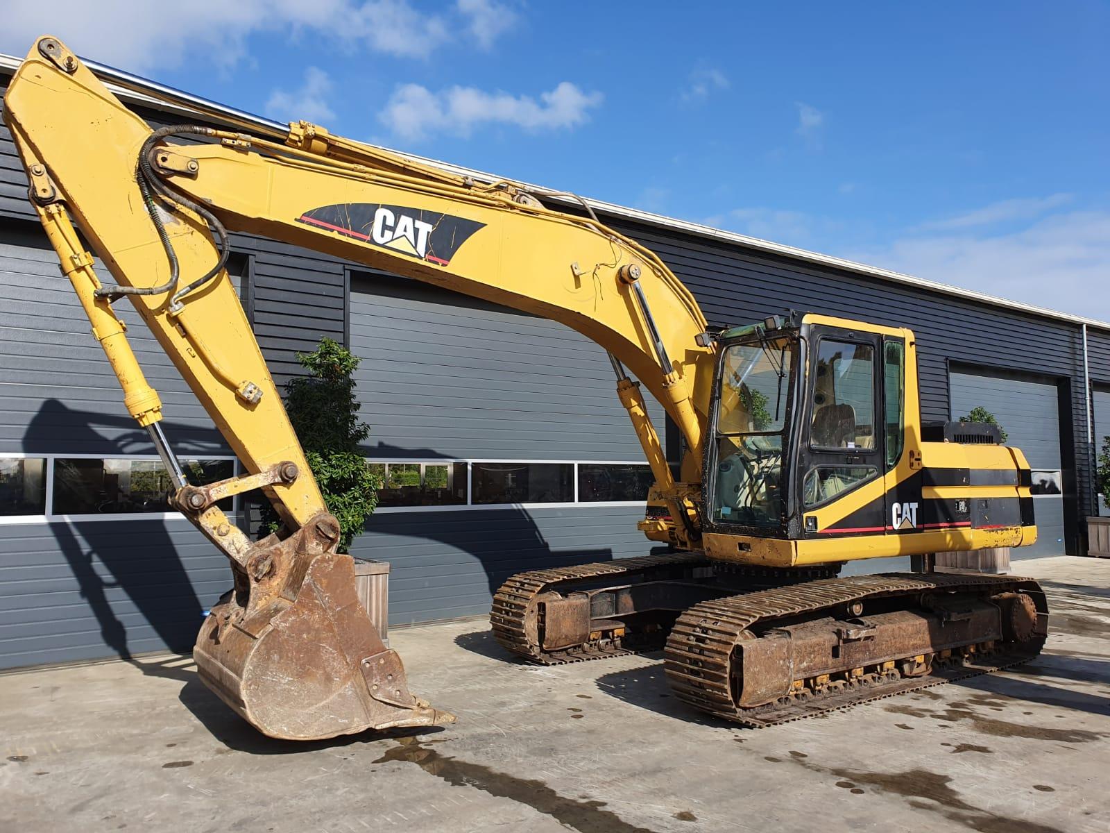 Caterpillar 320 L track excavator