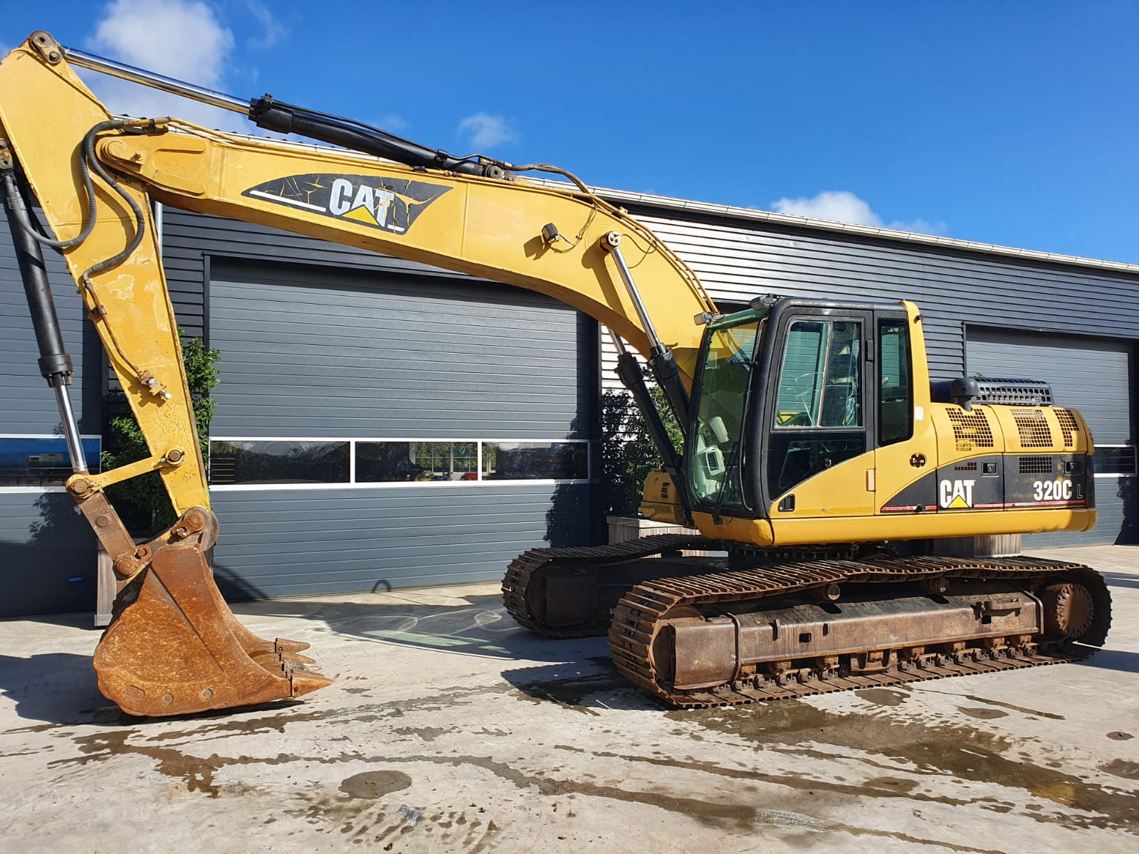 Caterpillar 320 CL track excavator SOLD