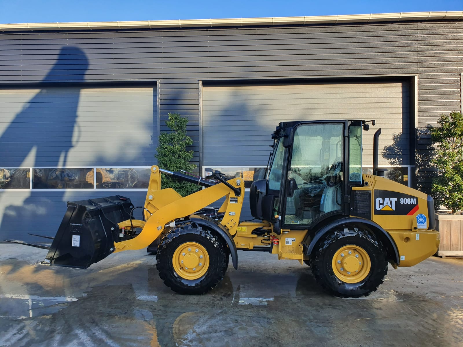 Caterpillar 906M Wheel loader