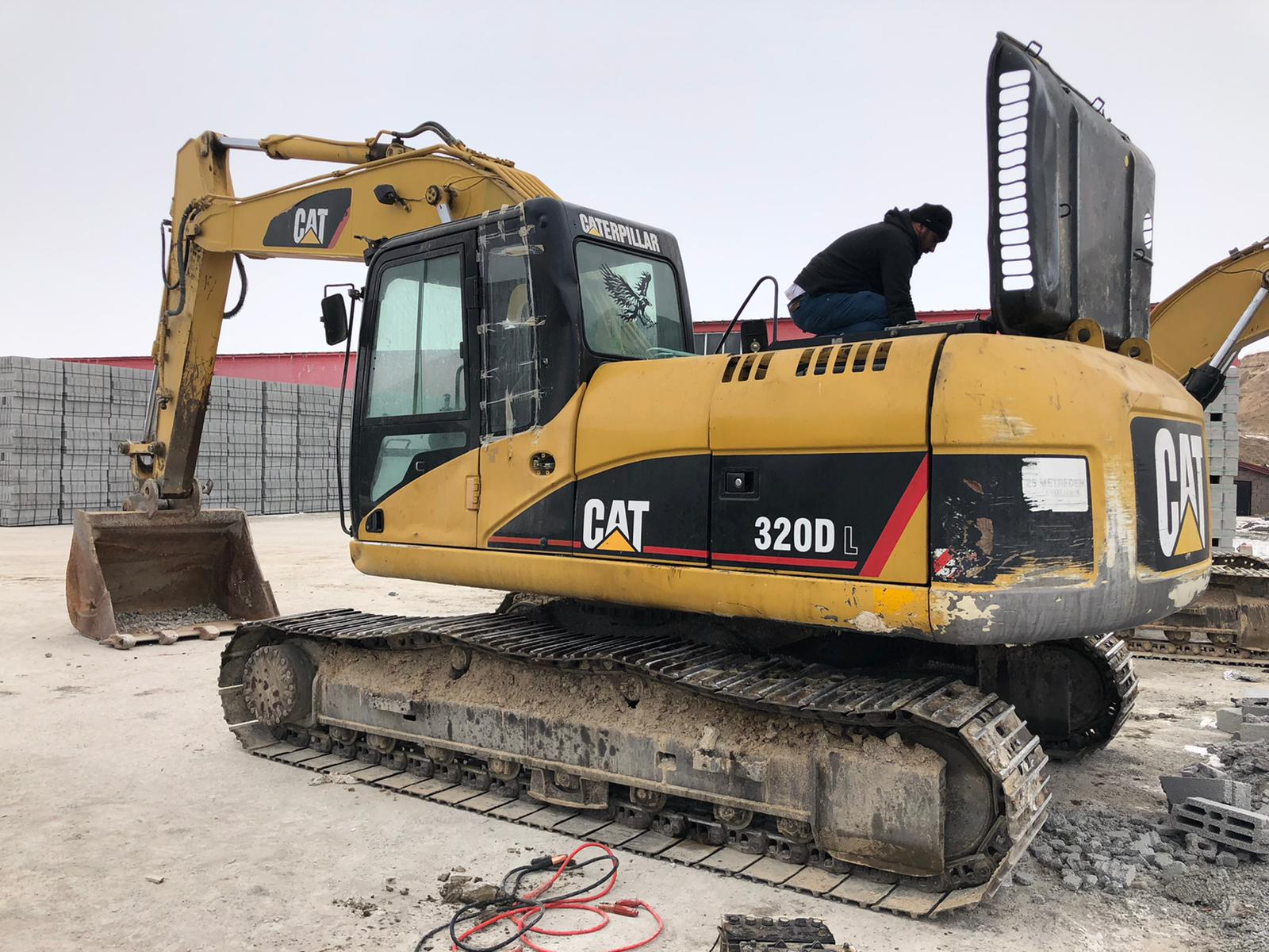 Caterpillar 320DL Track excavator