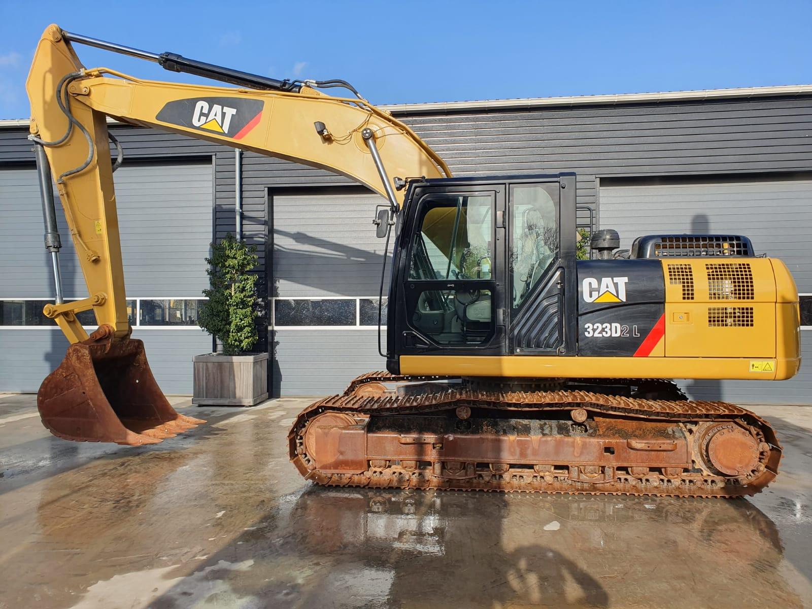Caterpillar 323D2L Track excavator