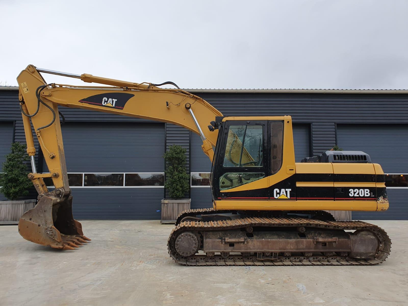 Caterpillar 320BL Track excavator