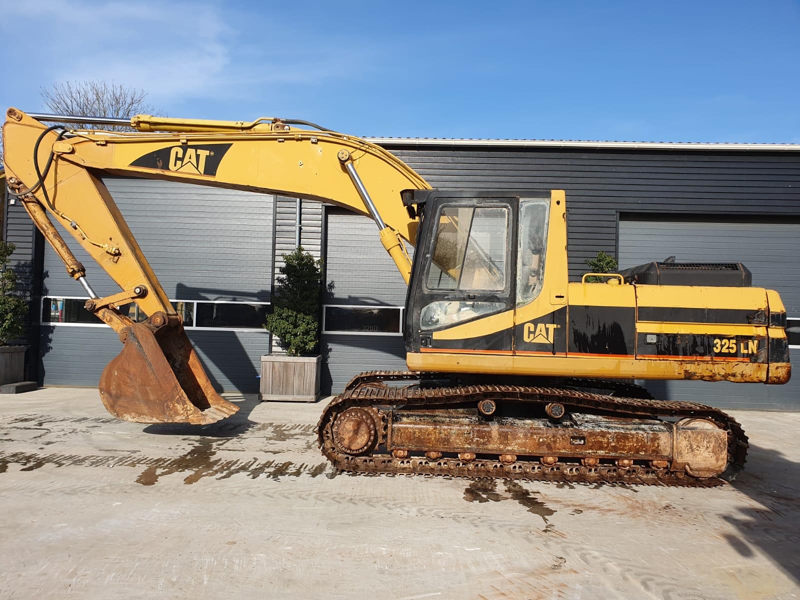 Caterpillar 325LN track excavator