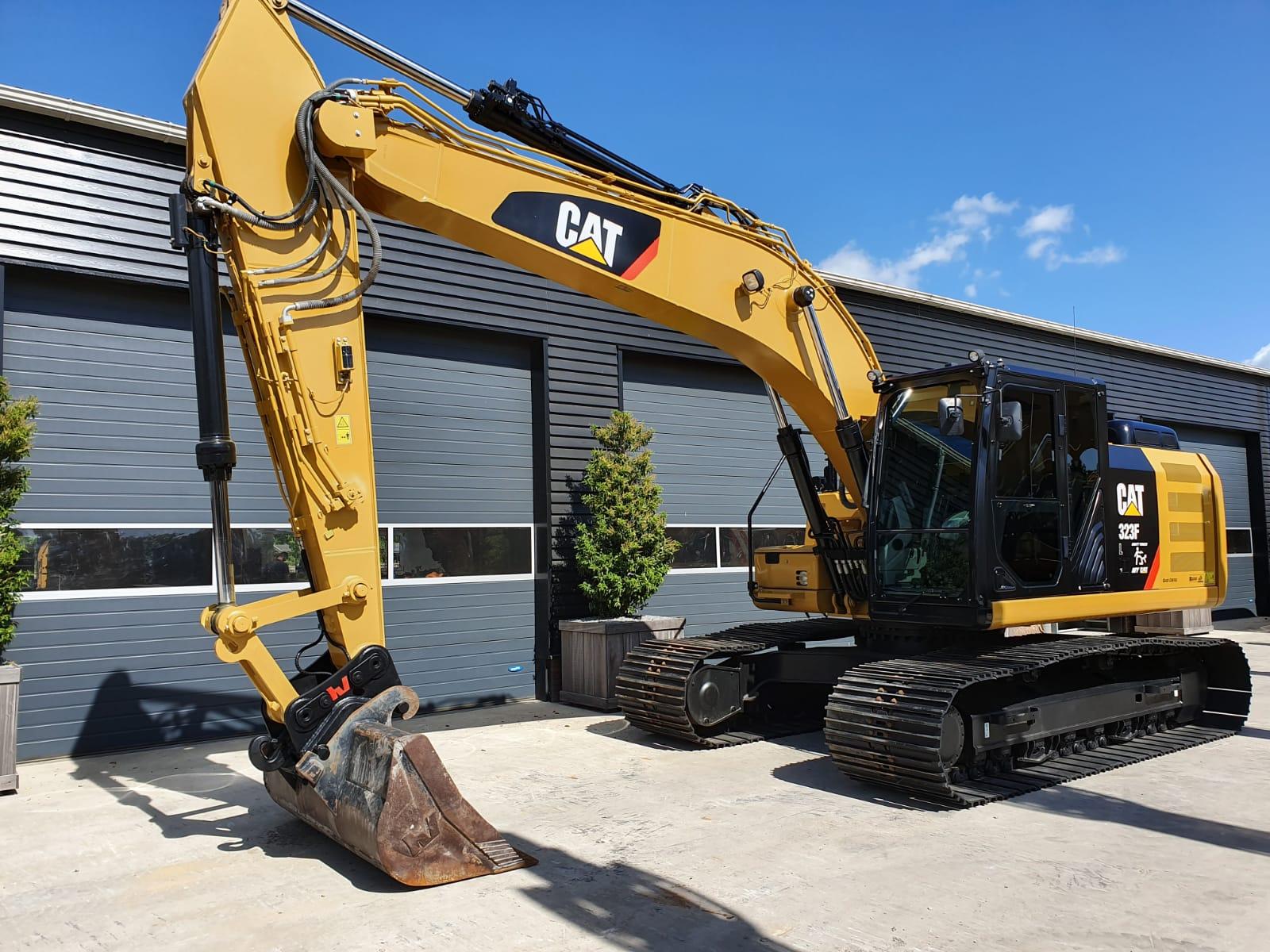 Caterpillar 323FL Track excavator