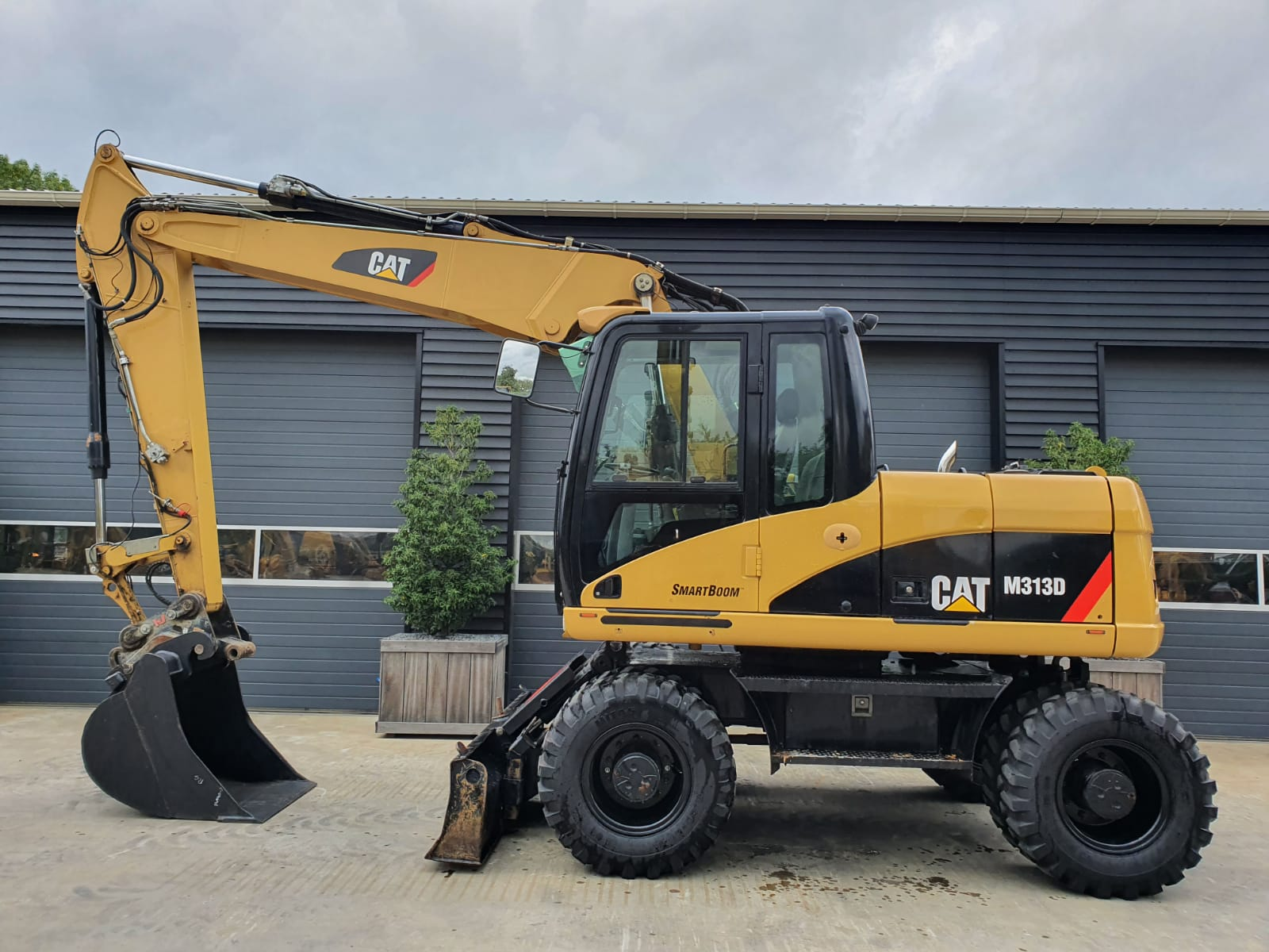 Caterpillar M313D Wheeled excavator