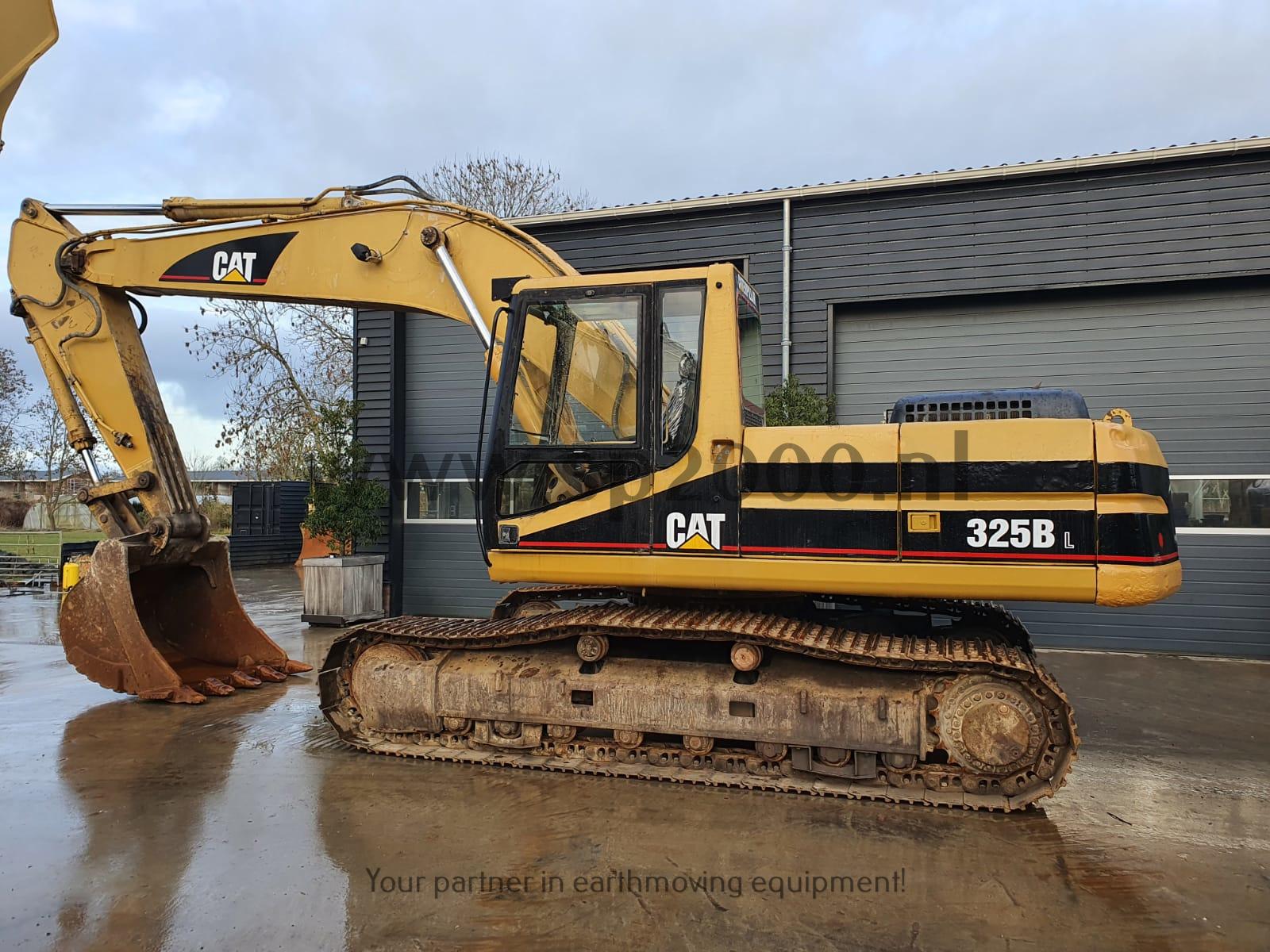 Caterpillar 325BL Track excavator