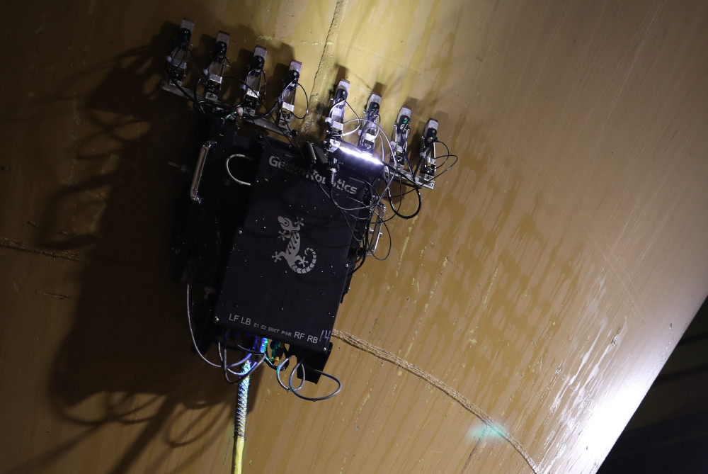 Gecko TOKA wall-climbing robot with 8 transducers