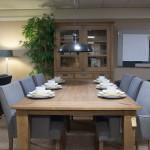 Meubelen landelijke stijl - Landelijke eettafel met stoelen