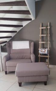 Relax fauteuil en een trapje