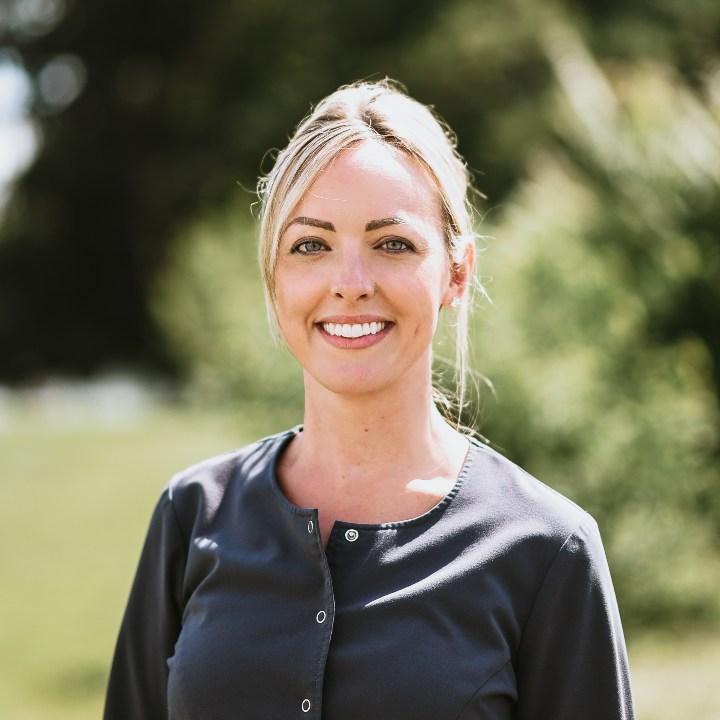 Headshot of Hygienist Nicole Roberts