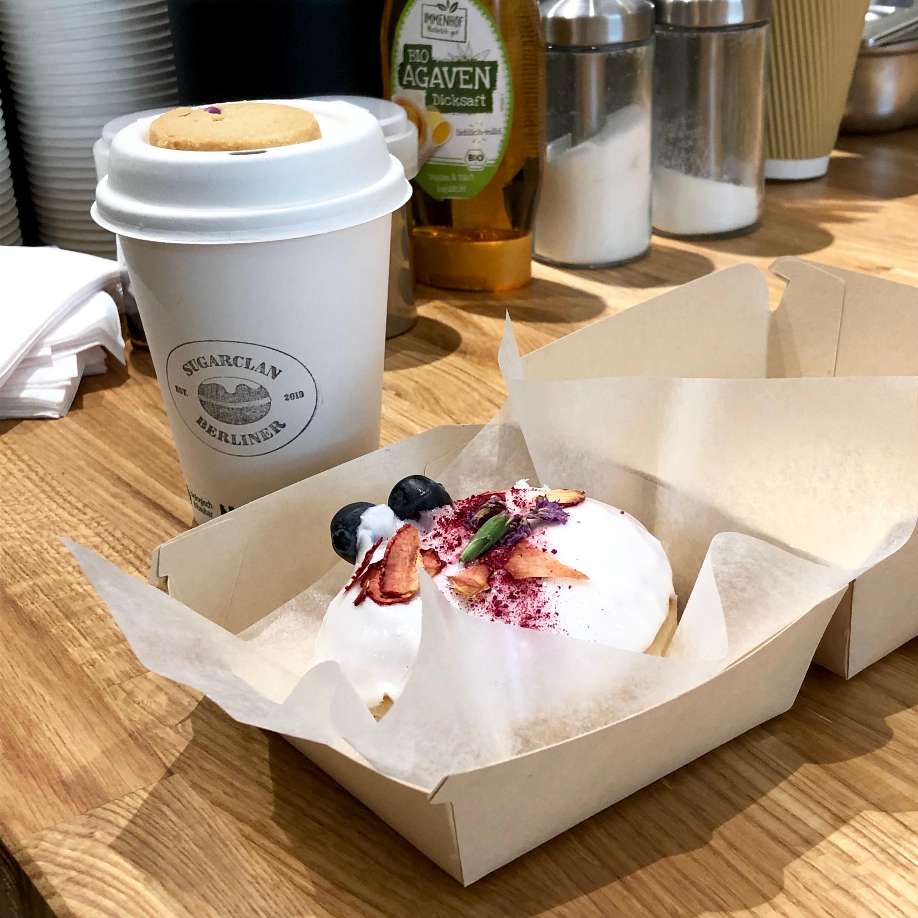 MISCELA CLASSICO - Die Traditionsmischung von Giuseppetti Kaffee besteht zu 50% aus südamerikanischen und indischen Arabica Bohnen und zu 50% aus zentralafrikanischen Kenia und Mosambik Robusta Bohnen. Alle Bohnen werden gewaschen und in traditioneller Form schonend, also mit leichtem ständigen Temperaturanstieg frisch geröstet und entfalten so einen vollen, abgerundeten Geschmack. Diese Mischung eignet sich hervorragend für die Herstellung von Milchkaffeeprodukten oder kräftigem Espresso.