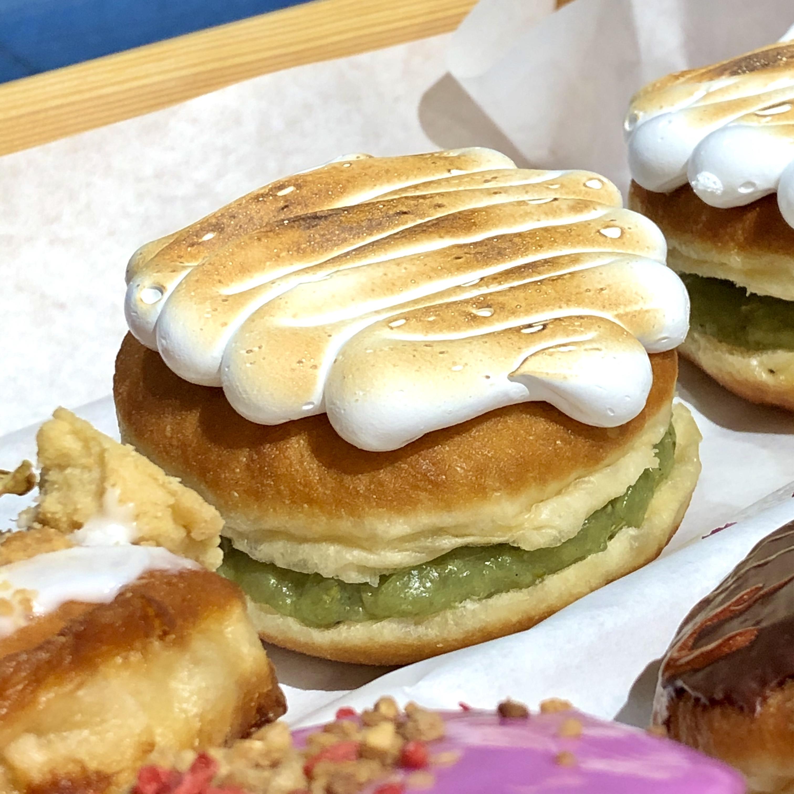 Ein Klassiker unter den Torten wird zu einem Newbie unter den Berliner Pfannkuchen: Stachelbeer Baiser