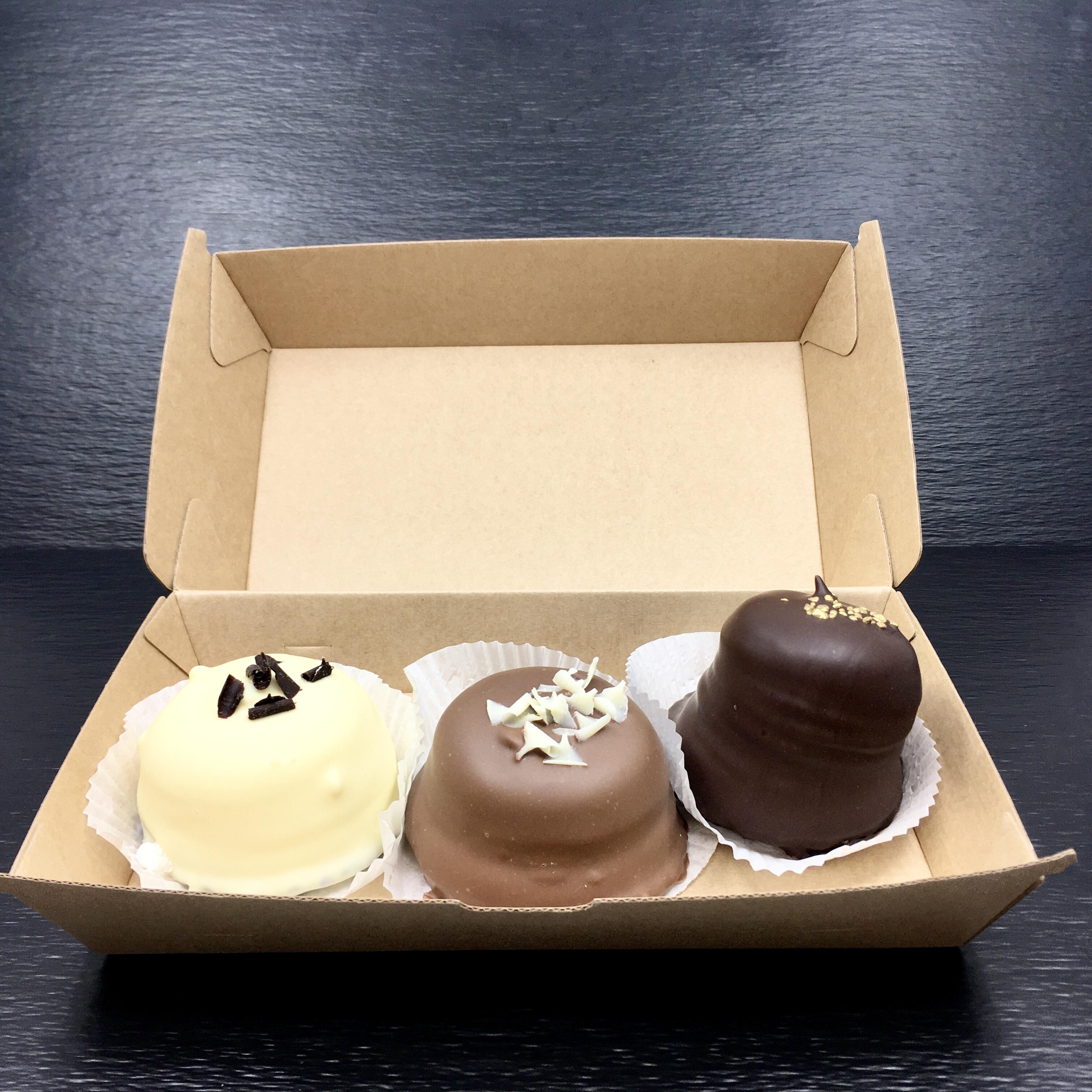Küsse kann man nie genug bekommen. Diese 3er Box mit Schokoküssen wird eine vollen vielen weiteren sein, da sind wir sicher.