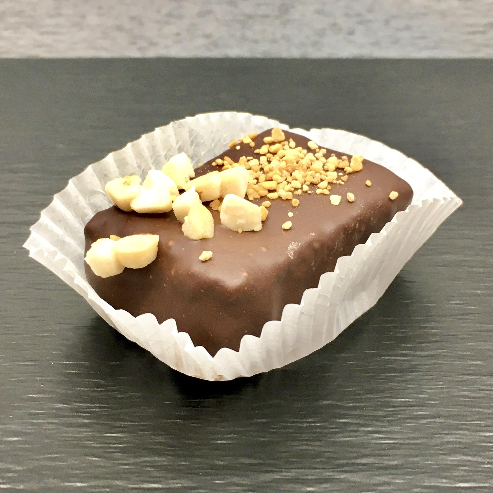 Mandelkrokant macht süchtig. Gibt man noch hochwertige Schokolade dazu, gibt es kaum etwas Wohlschmeckenderes.