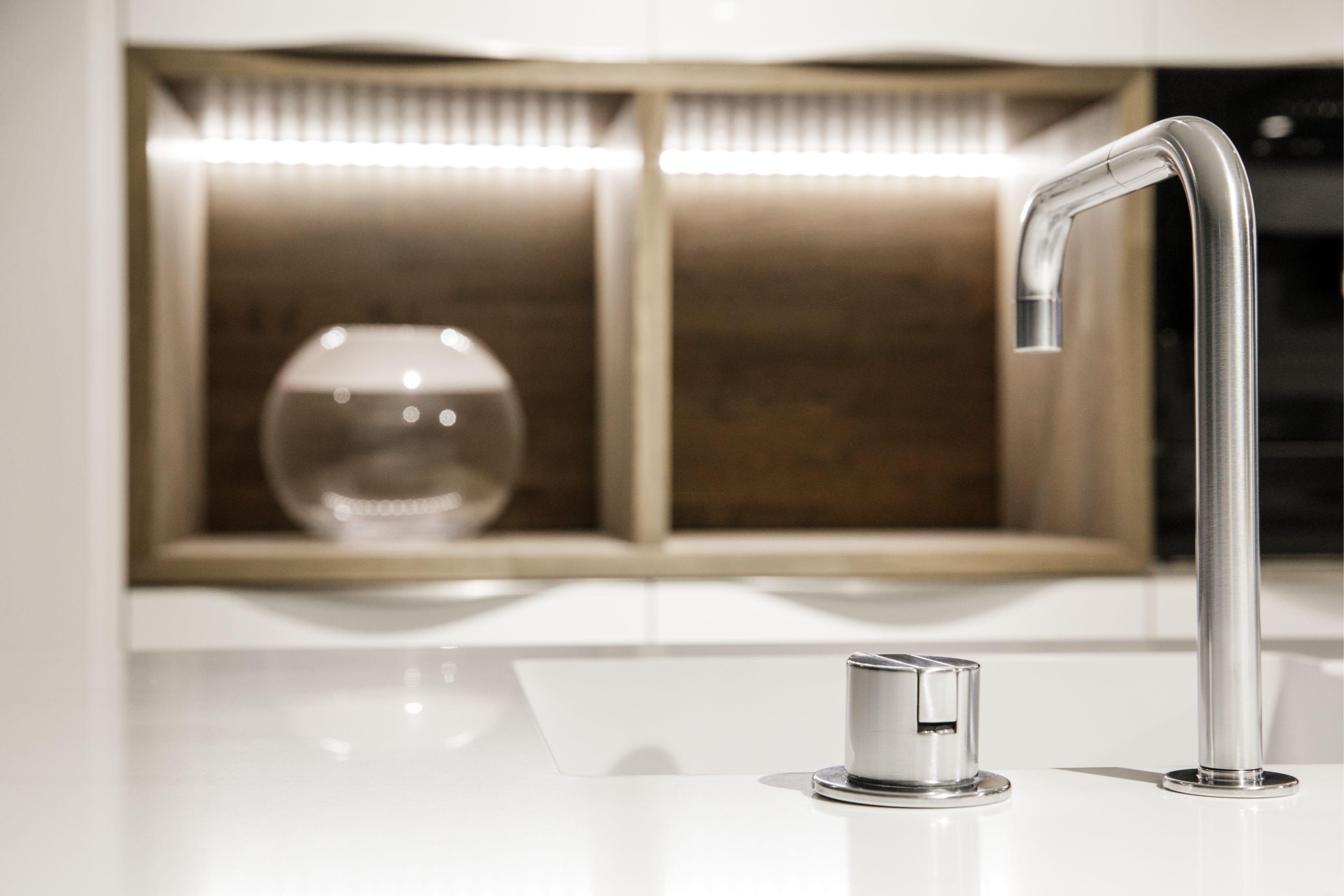 white-sink-kitchen
