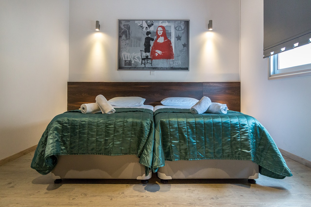 Modern bedroom with green bedspread